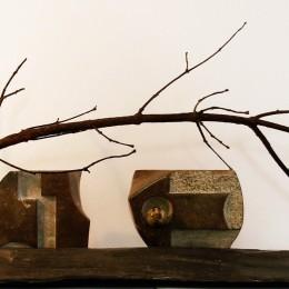 SOUS LES RAMILLES...UN MONDE ÉTRANGE!Sculpture en bronze, calcaire, marbre et ardoiseH: 38 cm. B: 30 cm. X 100 cm.