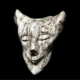 BéatitudeAlbâtreL'artiste a fait ressortir de cette pierre le regard bienveillant et protecteur d'un être mythique sur l'homme, la vie et ses méandres.