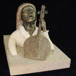 MusicienneAlbâtre, bronze15cm X 15 cm  X 22cm
