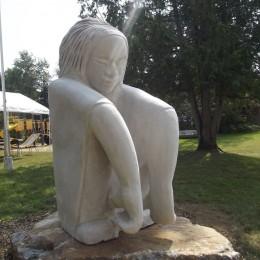 Kanawato.  Sculpture monumentale. DuhamelPierre calcaire Indiana.109 cm  X 81 cm X 32 cm