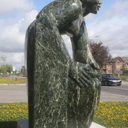 La Gardienne de l'Eau. Sculpture monumentale. Boisbriand.Serpentine.360 cm X 180 cm X 160 cm