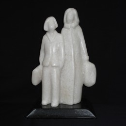 """""""les magasineuses""""  27 cm   albâtre du Colorado sur granit"""