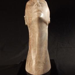 """""""Sans mots"""" - albâtre sur granit - hauteur : 44 cm"""