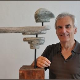 Le gaRDien, Marbre, bois, acier, 105 x 42 x 12 cm