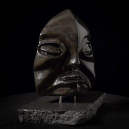TétrapodeCalcaire de MontréalPremière d'une série sur l'évolution de l'homme, Tétrapode a été réalisée dans du calcaire de Montréal. Des fonds de la mer à la terre ferme, l'être humain s'est adapté continuellement à son habitat naturel. L'artiste y a puisé son inspiration.