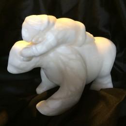 Titre: BaladeMatière: pierre albatredimension: H 33cm x L 22cm x P 12cm